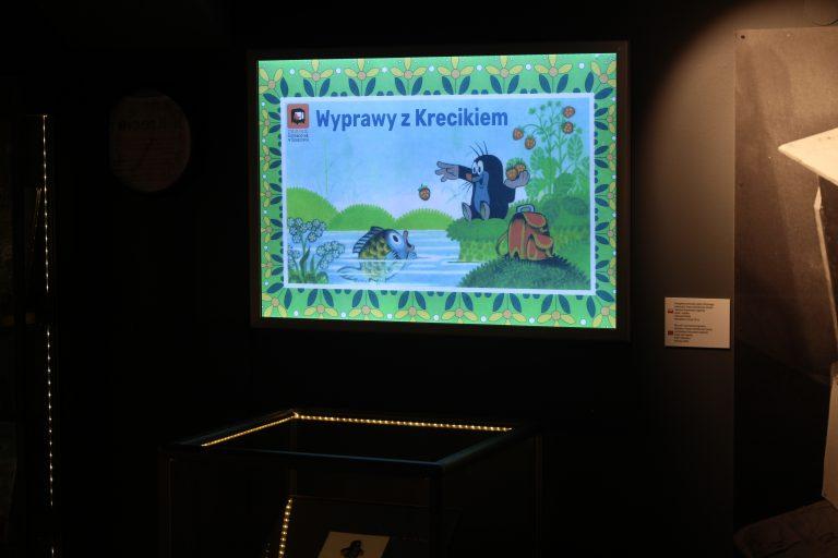 """Wernisaż wystawy """"Wyprawy z Krecikiem"""" w Muzeum Dobranocek."""